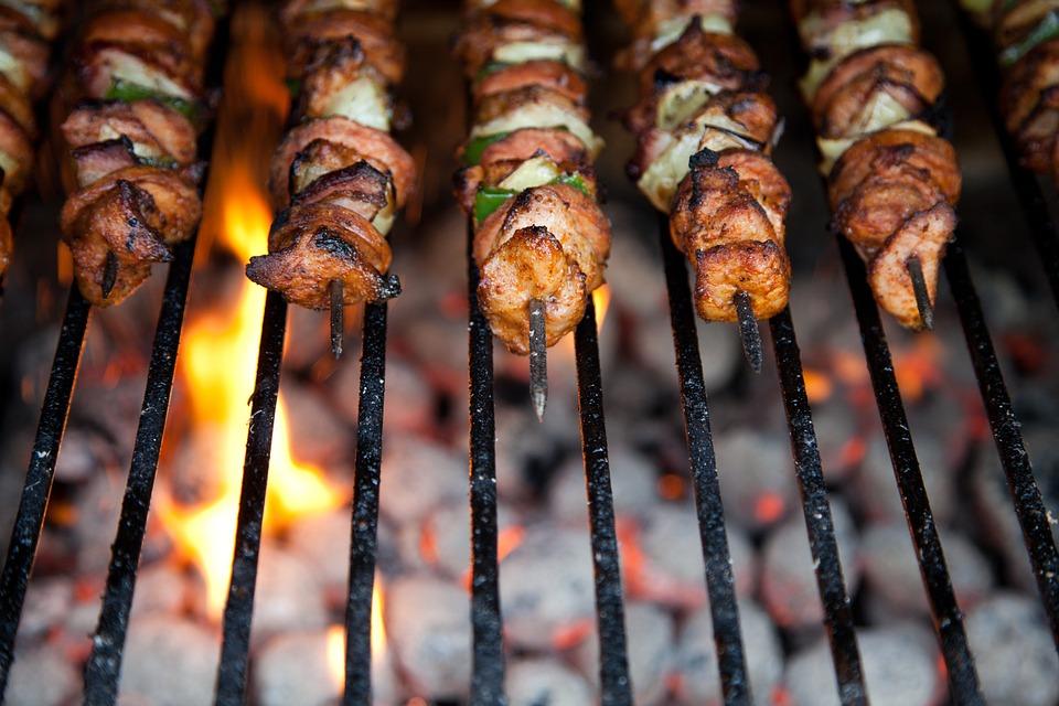 Choisir barbecue au charbon de bois