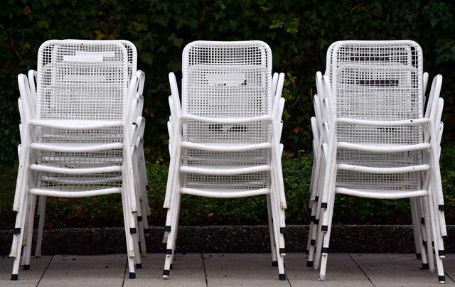 nettoyer chaise design de jardin rotin